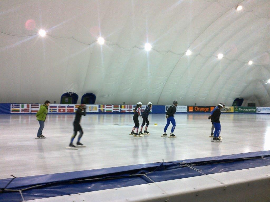 4.Poiana Brasov-patinoar sezonier fix, in cort, pentru hochei, artistic, agrement